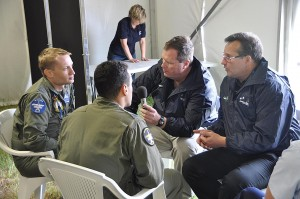 Steve & Grant chatting with the F18F Super Hornet Demo Crew