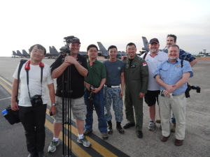 Our small group of Aviation Media on the RSAF tarmac after our dusk-walk (Eng Tiong Ow, Grant McHerron, Mike Yeo, 2 x RSAF, Andrew McLaughlin, Eamon Hamilton, Nigel Pittaway)